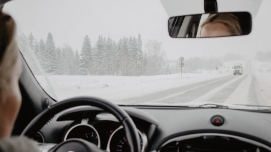 Le pare-brise, l'outil de visibilité et de sécurité des véhicules !
