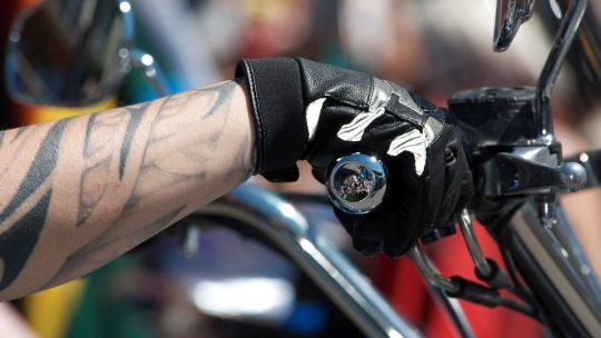 Bien s'équiper pour une bonne conduite et pour une sécurité bien assurée et durable avec les deux roues